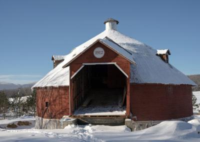 Front View of Mansonville Round Barn_DSC1519