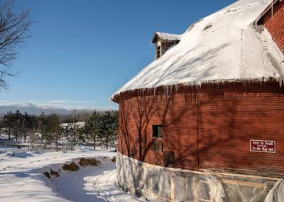 Side View of Mansonville Round Barn (Louise Abbott)_DSC1513